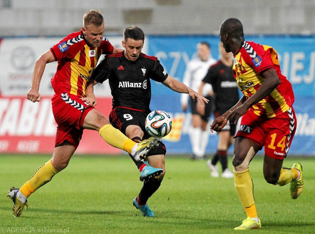 Dawid Plizga (na czarno) w jesiennym meczu Górnik Zabrze - Korona Kielce 2:1