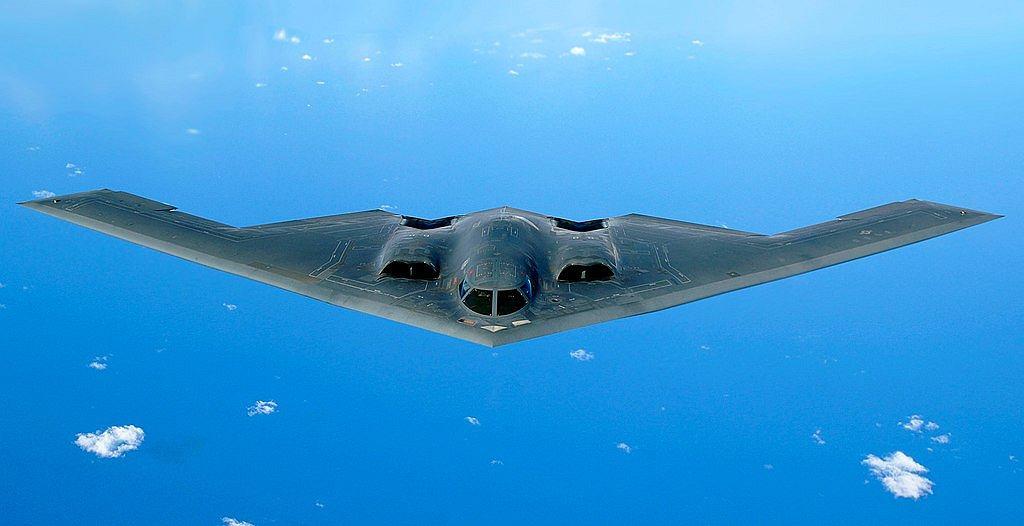 Bombowiec B-2. Choć nieporównywalnie nowocześniejszy od B-52, ma trafić do lamusa przed nimi