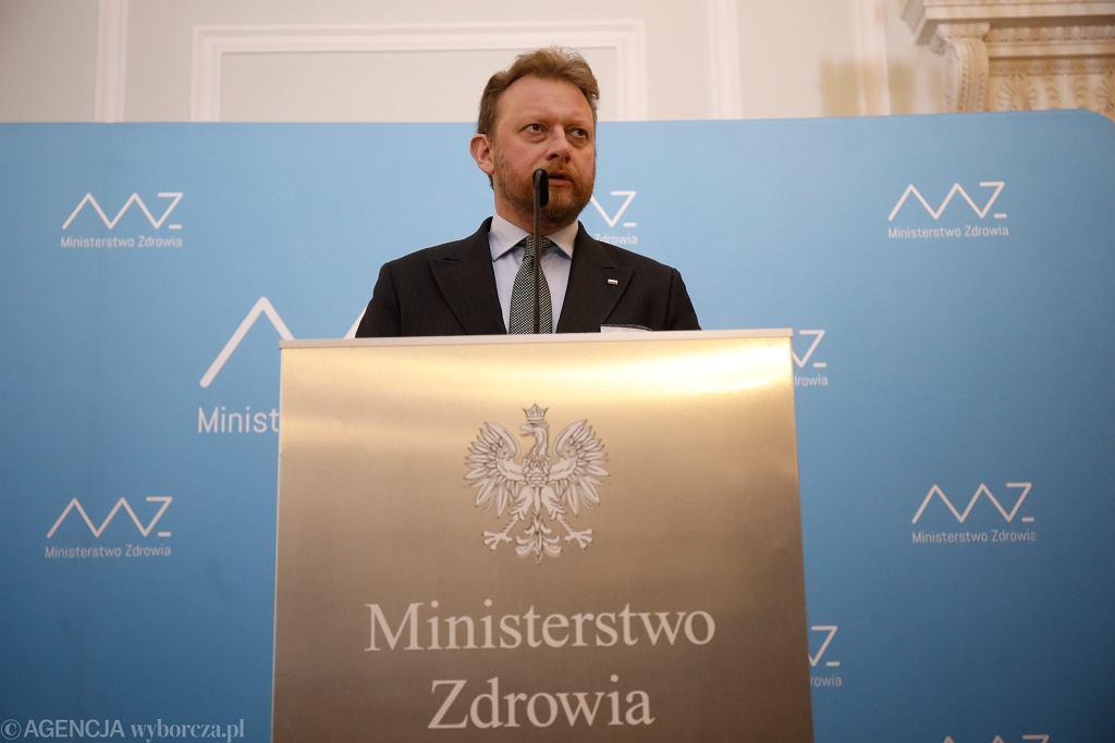 Minister zdrowia Łukasz Szumowski podczas konferencji prasowej