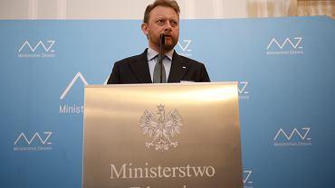 Min. Szumowski zapowiada otwarcie kin. Uspokaja też w sprawie rezerwacji wakacji