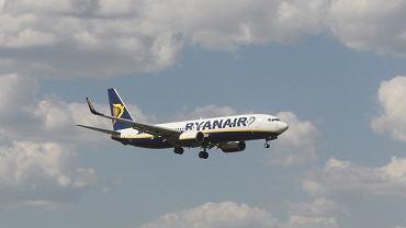 Samolot , startujacy z lotniska Chopina
