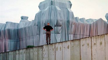 'Wrapped Reichstag' - instalacja autorstwa Christo. Berlin, 22 czerwca 1995