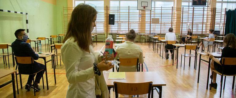 Maturzyści poznali wyniki egzaminu maturalnego. Kto ma prawo do poprawki?