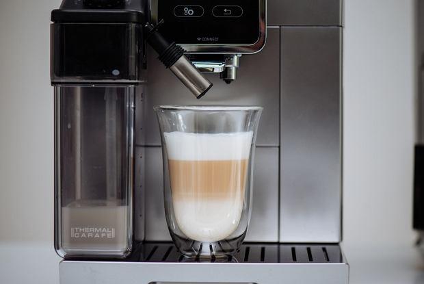 Latte z ekspresu De'Longhi