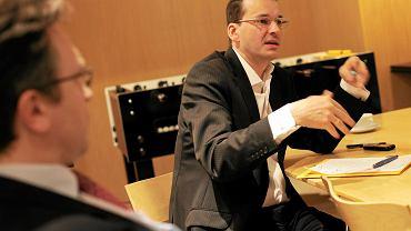 Prof. Krzysztof Rybiński i ówczesny prezes BZ WBK Mateusz Morawiecki podczas debaty w redakcji 'Gazety Wyborczej' w 2010 r.