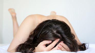 Krwawienie po stosunku często jest źródłem skrępowania i obawy o zdrowie, a tymczasem może mieć banalną przyczynę.