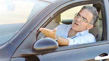 Zbyt szybka lub za wolna jazda, agresywne zachowania, wymuszanie pierwszeństwa - to grzechy kierowców