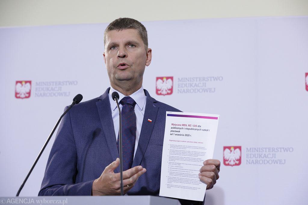 Konferencja prasowa ministra edukacji narodowej Dariusza Piontkowskiego ws. organizacji roku szkolnego 2020/2021 w warunkach epidemii