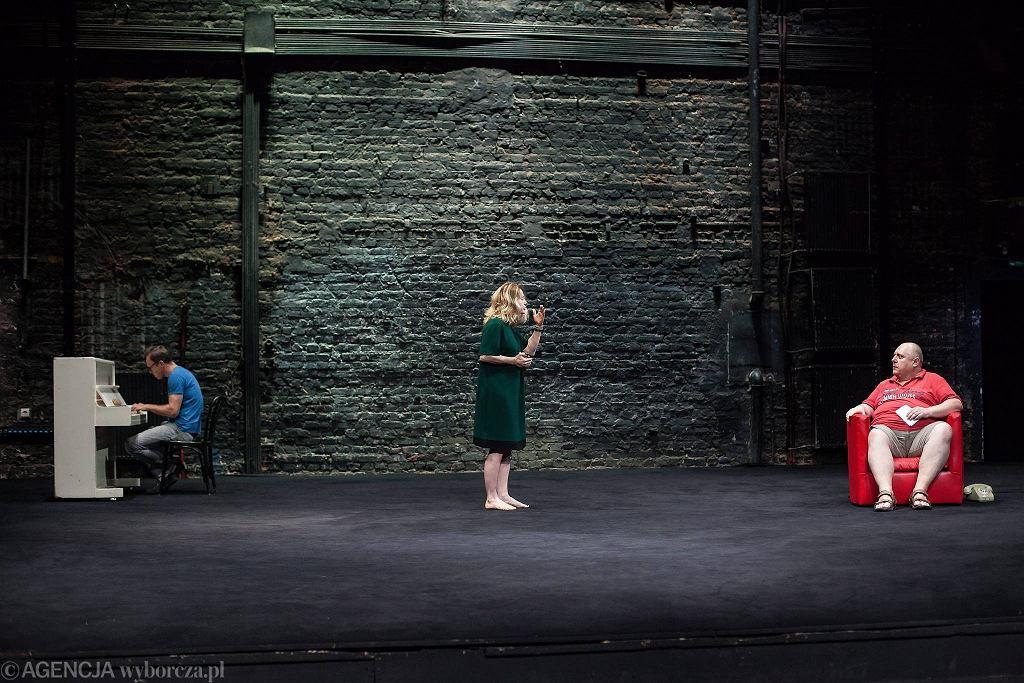 Arkadiusz Brykalski , Ewa Skibińska i Michał Jarmicki podczas próby spektaklu 'Upadanie' w Teatrze Powszechnym  / DAWID ŻUCHOWICZ
