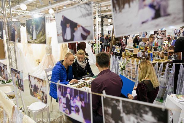 Zdjęcie numer 15 w galerii - Wizażyści, cukiernicy, pokazy mody i konkursy. Pierwszy dzień targów ślubnych Ona & On [ZDJĘCIA]