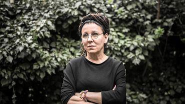 Literacki Nobel dla Olgi Tokarczuk. Pisarka niepokorna i zaangażowana. Czytelnicy ją uwielbiają, hejterzy grozili jej śmiercią