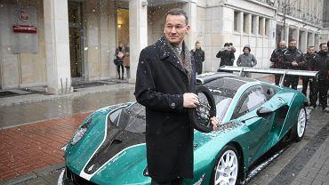 > Prezentacja polskiego samochodu wyscigowego Arrinera Hussarya