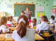 Przepisy zakazujące nauczycielom umawiania się z uczniami
