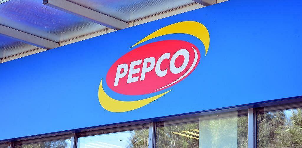 Pepco sprzedaje modną bluzę za 35 zł, która robi furorę. 'Jest świetna!'. Podobną kupisz też w Sinsay (zdjęcie ilustracyjne)