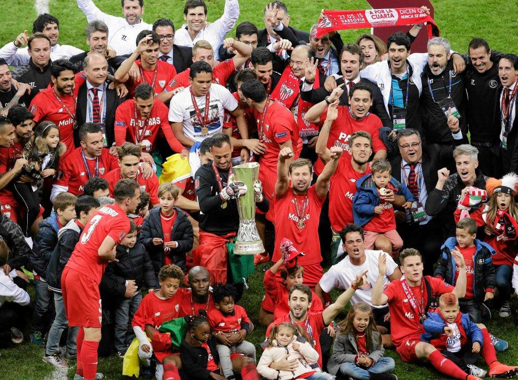 Sevilla zwycięzcą Ligi Europy. Świętowanie w Warszawie w maju 2015 r.