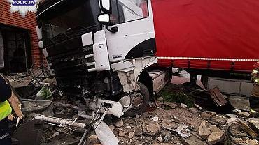 Wypadek we Frompolu. Ciężarówka wjechała w restaurację