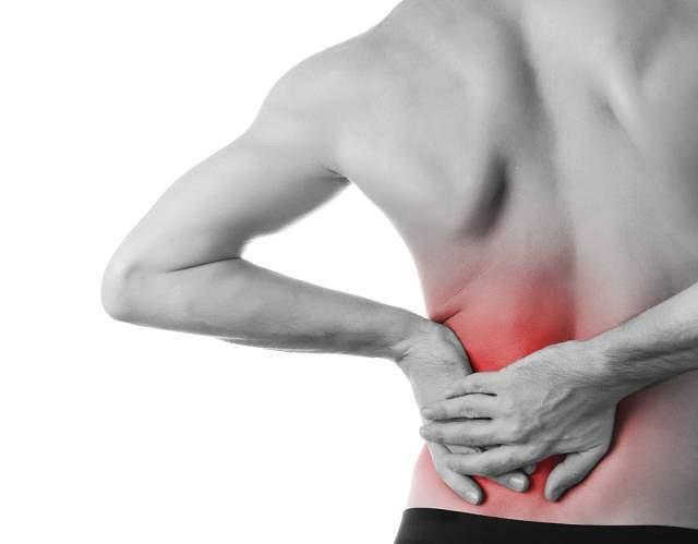 Wielotorbielowatość zwyrodnieniowa nerek daje o sobie znać uporczywym bólem w okolicy lędźwiowej. Choroba dużo częściej atakuje mężczyzn
