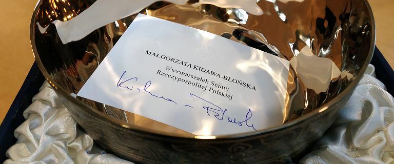 #JedenDzieńDłużej. Misa od M.Kidawy-Błońskiej i pióro J.Gowina dla WOŚP