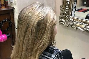 Siedmiolatek przez dwa lata zapuszczał włosy. Ściął je dla dzieci z nowotworem