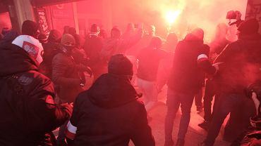 11.11.2020, Warszawa, zadyma pod Empikiem podczas Marszu Niepodległości.