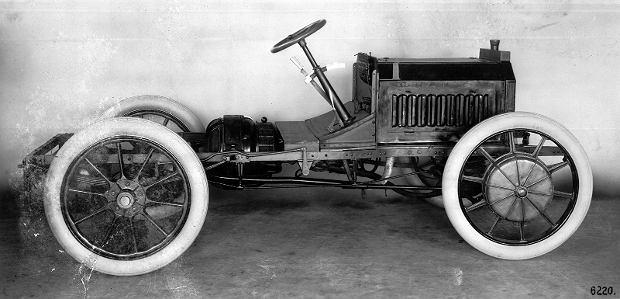Elektryczny Mercedes 30/35 PS z silnikami w piastach kół z lat 1905-1909