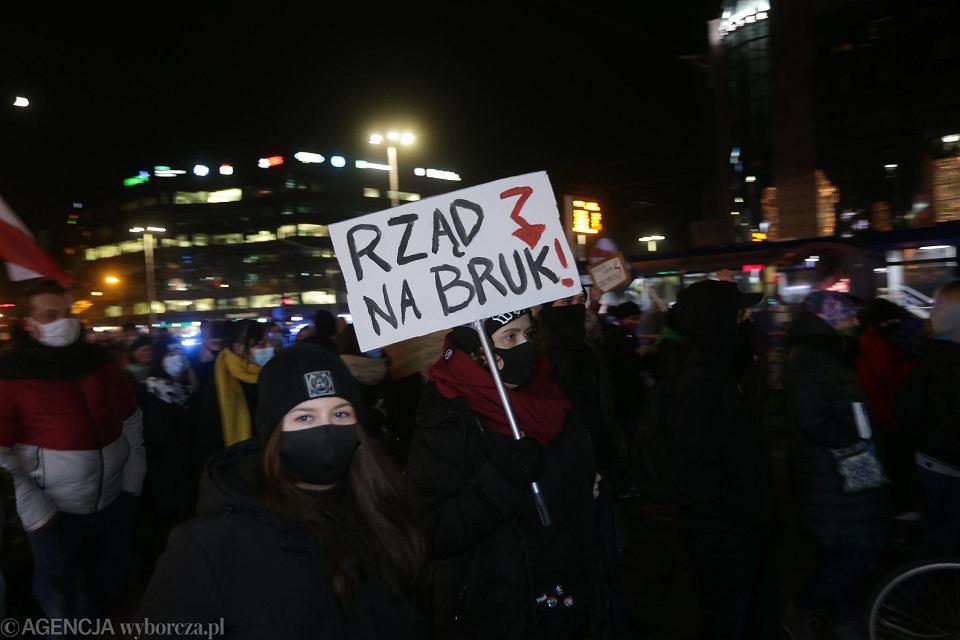 Wrocław. Strajk kobiet przeciw zakazowi aborcji i brutalności policji