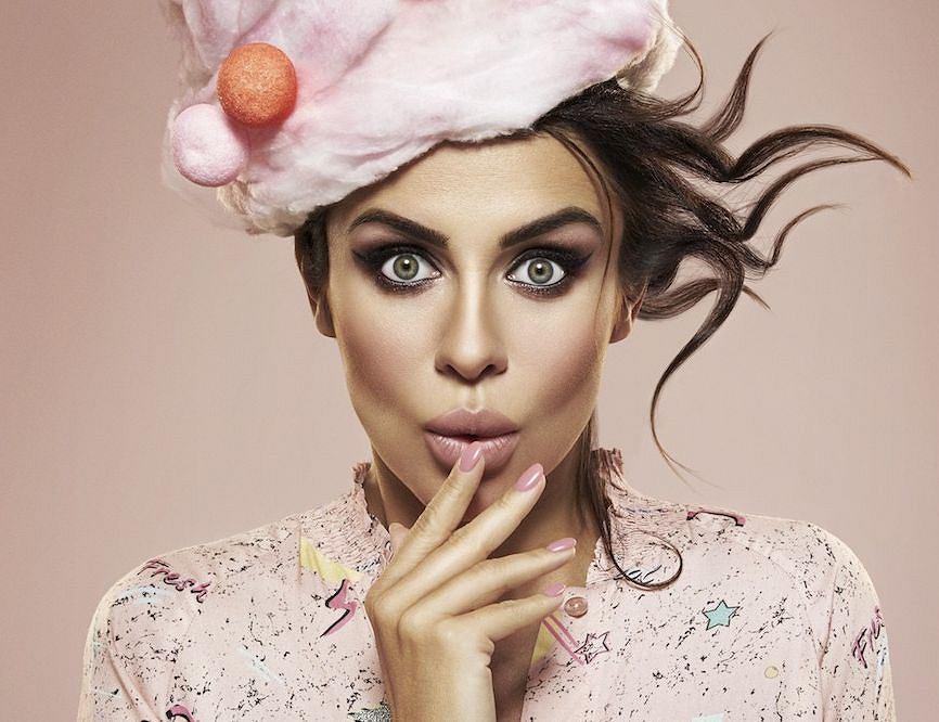 Natalia Siwiec w reklamie lakierów hybrydowych marki Indigo Nails