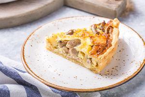 Tarta z kurczakiem - pyszny pomysł na sycący obiad lub danie na przyjęcie [4 PRZEPISY]