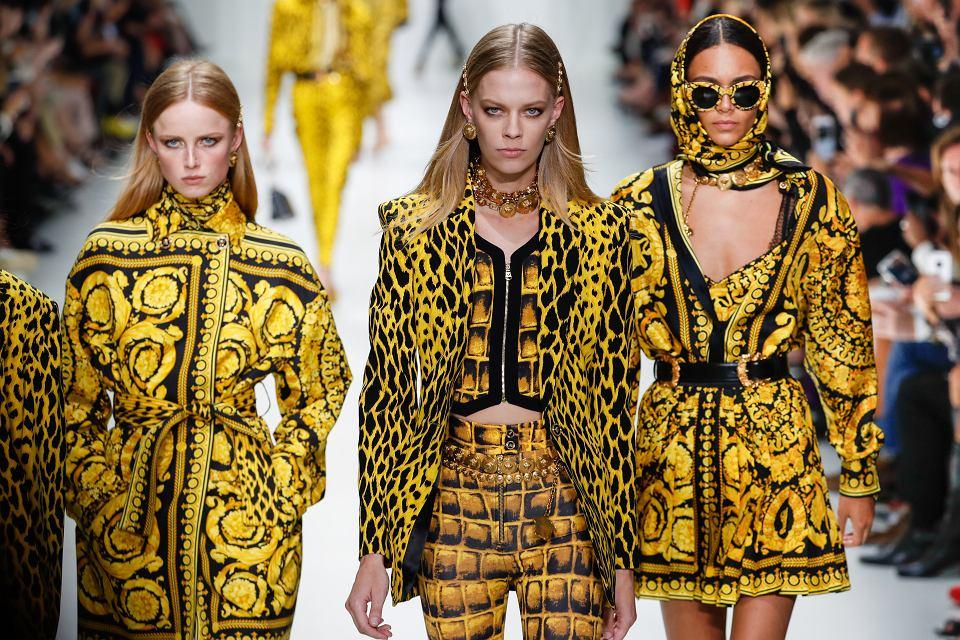 Sukienki z żółtymi wzorami
