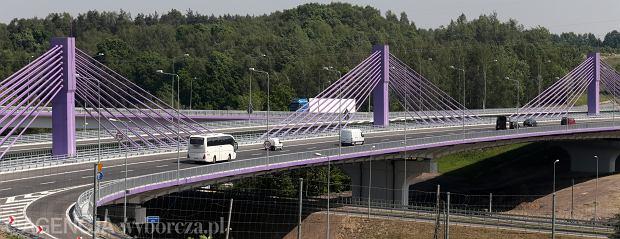 Wielkie napięcie nad A1. Czy 20-metrowy słup przy moście w Mszanie postawiono niezgodnie z projektem?