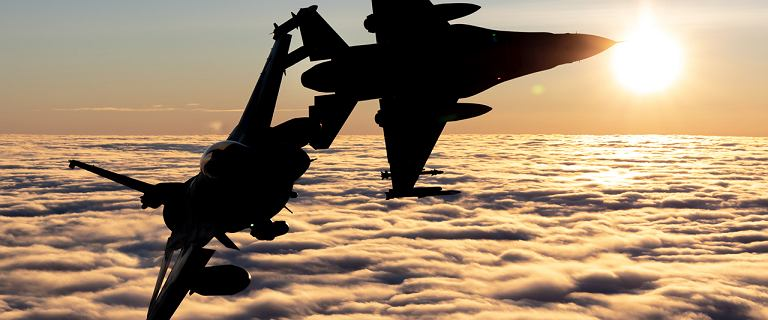 Najgroźniejsza polska broń w chmurach. Pierwsze zdjęcia F-16 gotowych do walki