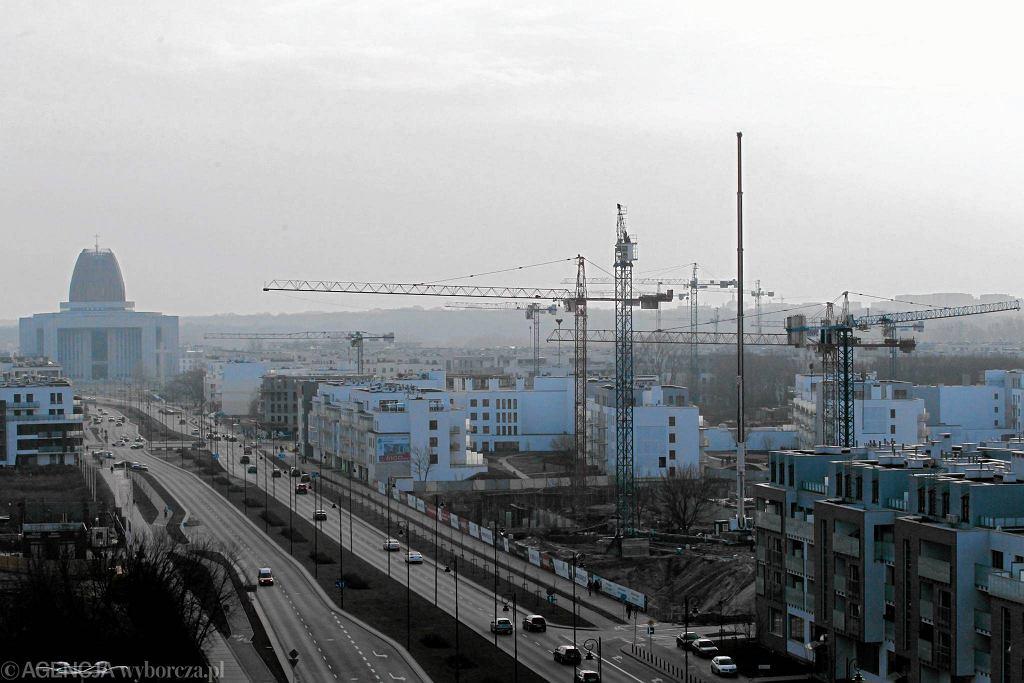 Budowa firmy Robyg przy Al. Rzeczypospolitej w warszawskim Miasteczku Wilanów. Zdjęcie z 2015 roku.