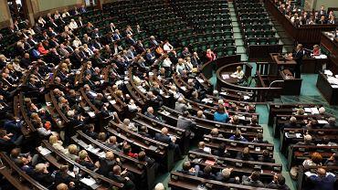 Posłowie PiS opuścili salę na czas przemówień liderów lewicy - Janusza Palikota i Leszka Millera