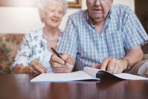 Jak przyjąć darowiznę i nie zapłacić podatku? Jak rozliczyć ulgę podatkową? Poradnik dla darczyńców i obdarowanych