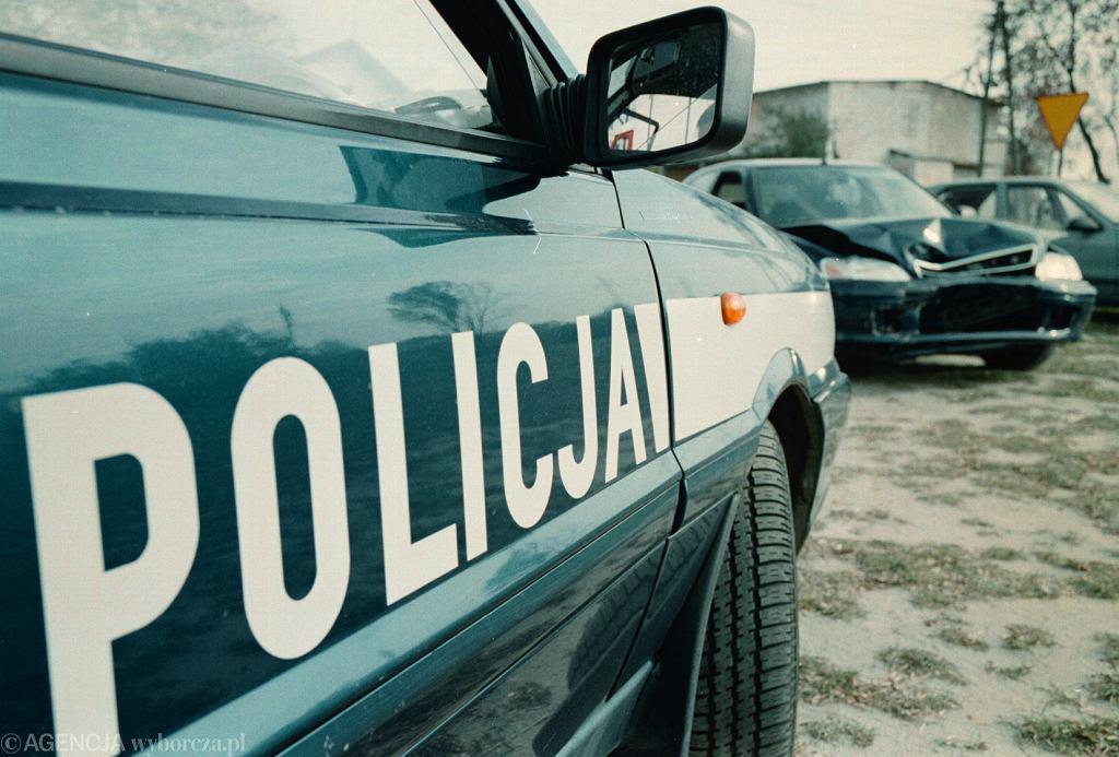 Mężczyzna próbował zabić policjanta nożem. Funkcjonariusza uratował notes schowany w kieszeni