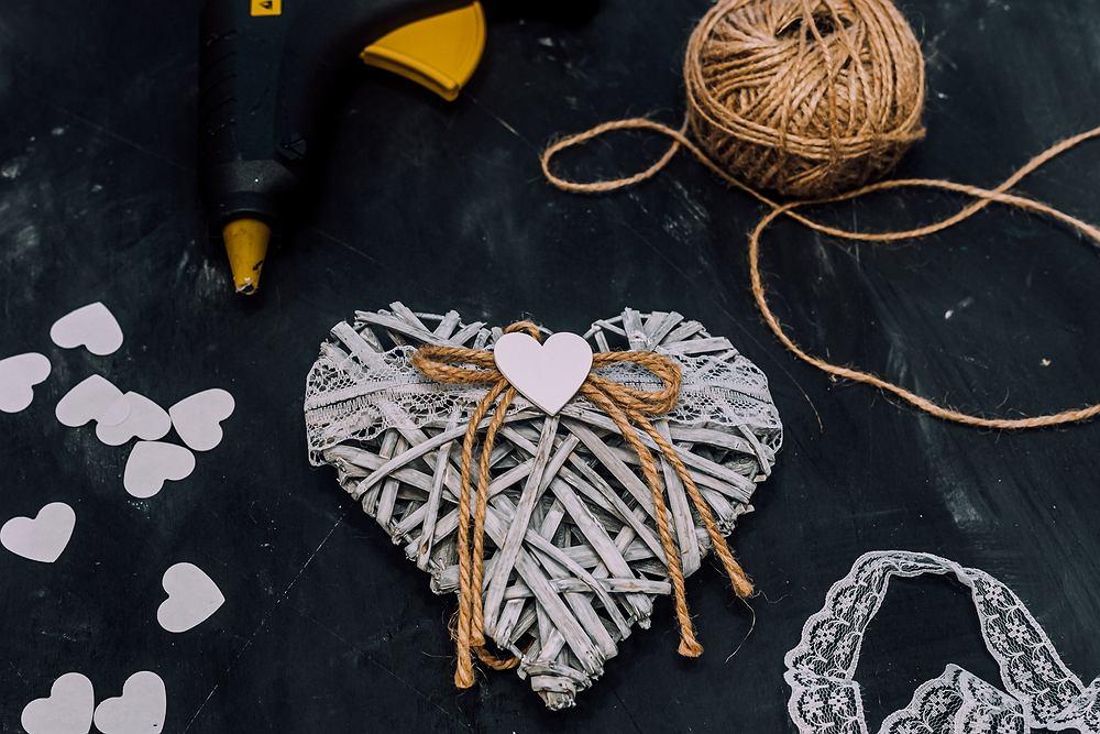 Walentynki - praca plastyczna. Zdjęcie ilustracyjne