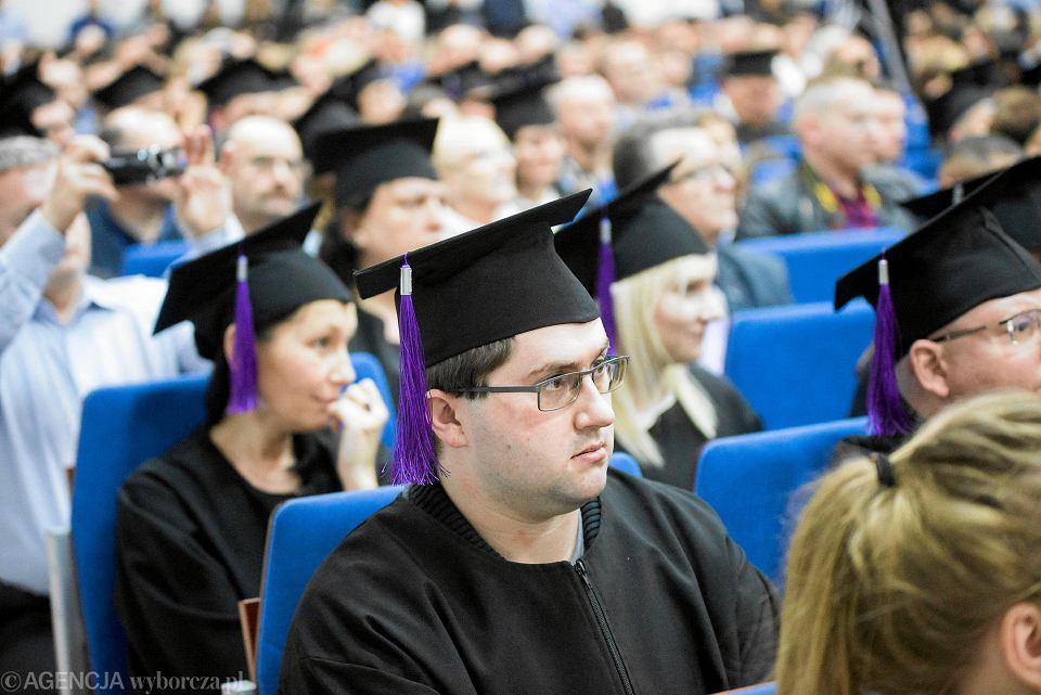 Osób, które nie mają dopisanych składek emerytalnych za czas studiów, może być nawet 100 tysięcy