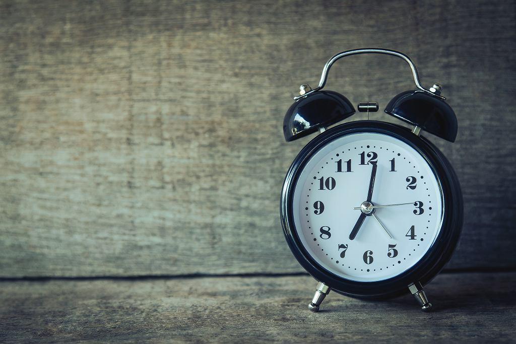 Zmiana czasu 2021. Kiedy przestawiamy zegarki z czasu zimowego na letni?