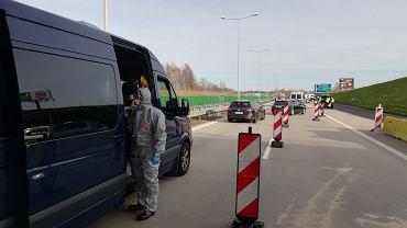 Polacy utknęli w drodze do granicy. Relacja z przejścia granicznego w Jędrzychowicach