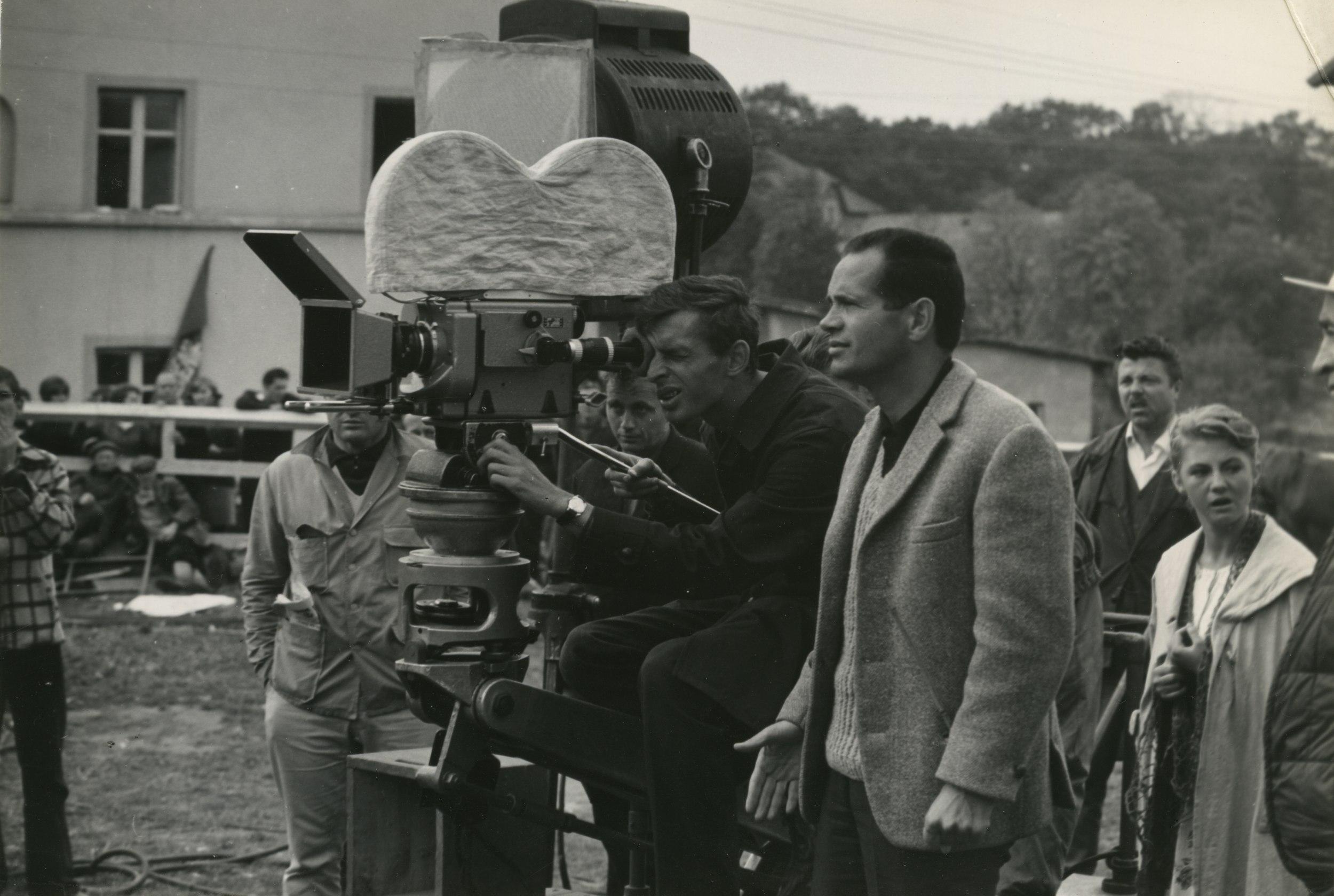 Ekipa filmowa przy pracy (fot. Julian Magda / archiwum prywatne Sylwestra Chęcińskiego)