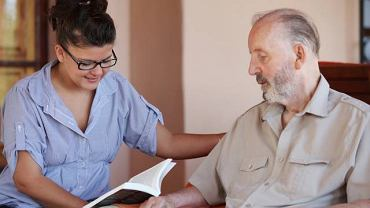 Choroba Parkinsona to pojawiająca się samoistnie, postępująca choroba ośrodkowego układu nerwowego
