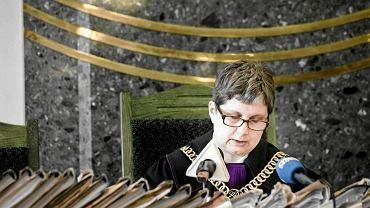 Sędzia Alina Dryl odczytuje wyrok w sprawie nepotyzmu w ARR