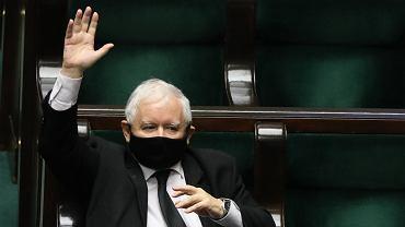 Sondaż: najbardziej wpływowi politycy. Na czele Jarosław Kaczyński, a wśród opozycji Trzaskowski i Hołownia