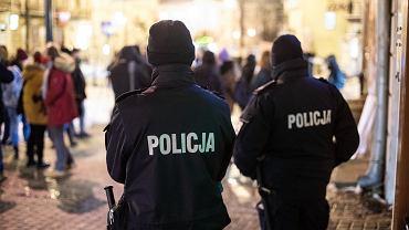 Nowe obostrzenia. W ciągu jednego dnia policja wystawiła ponad 2,4 tys. mandatów