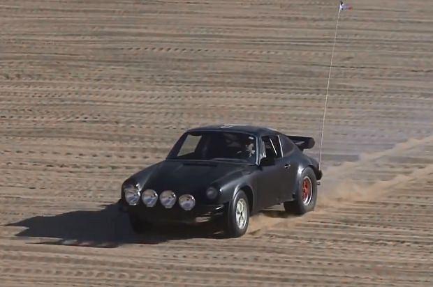 Porsche 911 na wydmach