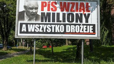 Bilboardy Koalicji Obywatelskiej wymierzone w PiS