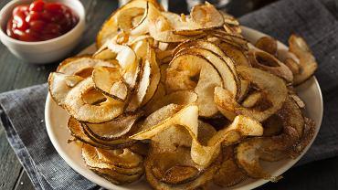 Domowe chipsy to świetna alternatywa dla tych, które można kupić w sklepie.