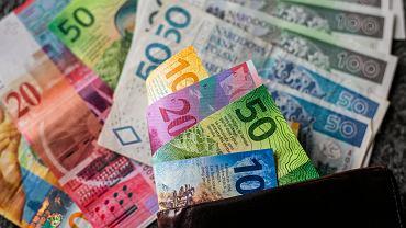 Ile kredytu gotówkowego przy najniższej krajowej? - zdjęcie ilustracyjne