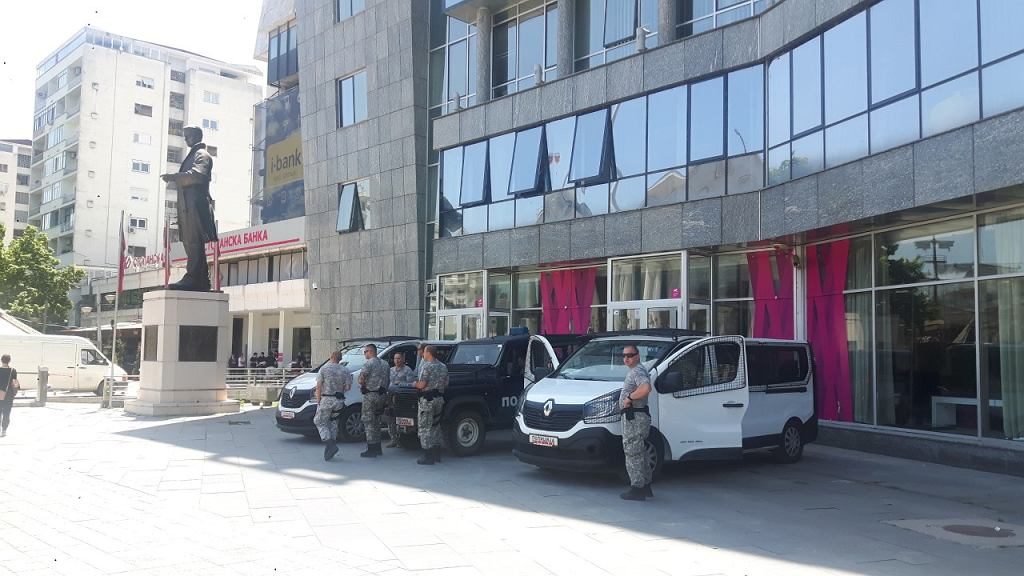 Policja w okolicach Placu Macedońskiego