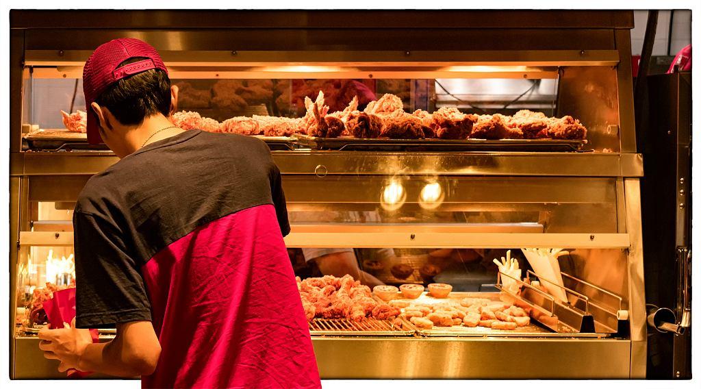 7Minimum,Wage,Employee,At,A,Fast,Food,Restaurant,Kitchen